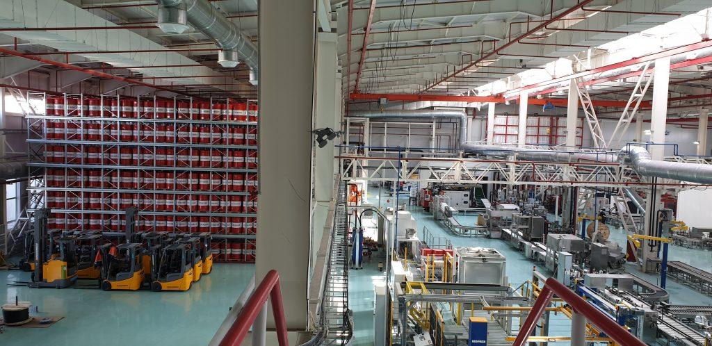 Цех завода Лукойл в Казахстане